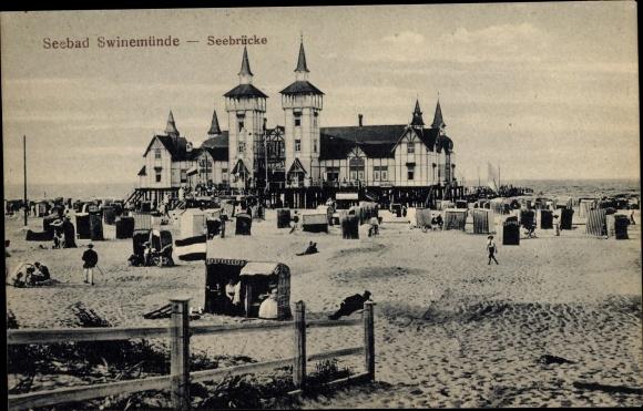 Ak Świnoujście Swinemünde Pommern, Seebrücke, Strandpartie