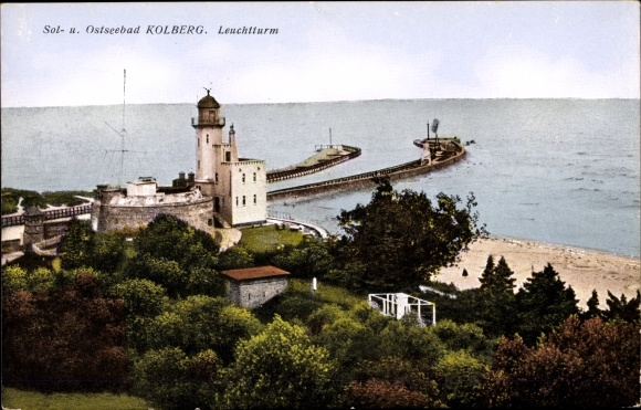 Ak Kołobrzeg Kolberg Pommern, Blick auf den Leuchtturm, Strandpartie