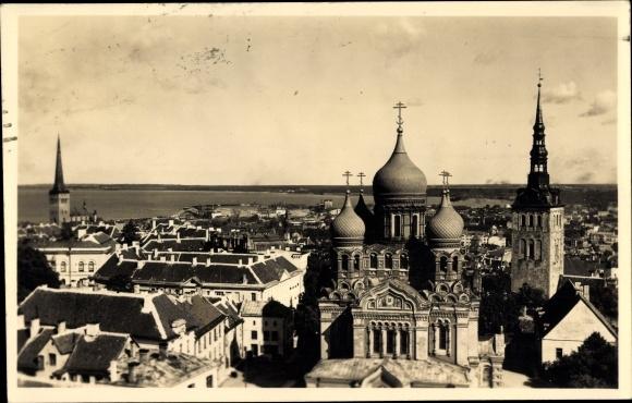 Foto Ak Tallinn Reval Estland, Blick über die Dächer der Stadt, Glockenturm
