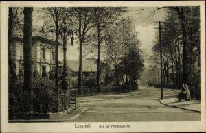 Ak Hamburg Eimsbüttel Lokstedt, Partie bei der Friedenseiche, Passanten