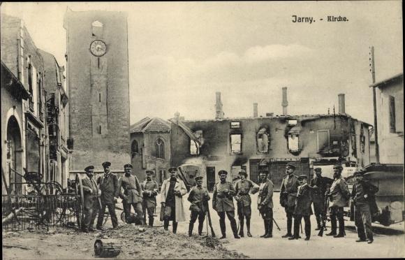 Ak Jarny Lothringen Meurthe et Moselle, Kirche, deutsche Soldaten, Kriegszerstörungen, I. WK