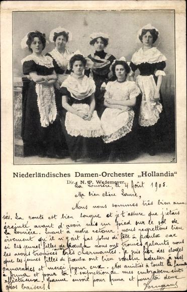 Ak Niederländisches Damen Orchester Hollandia, Dir. N. P. Wedemeyer, Trachten, Schürzen