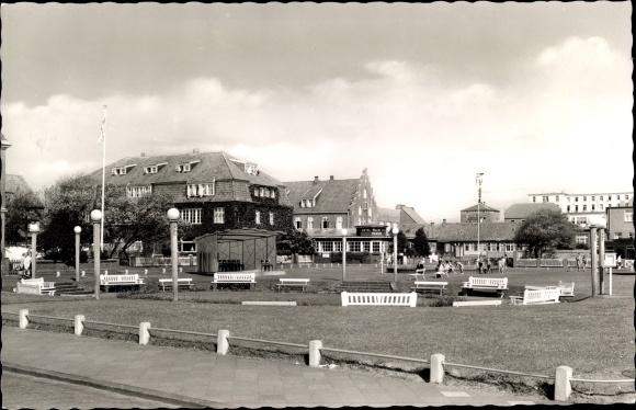 Ak Nordseebad Juist in Ostfriesland, Partie am Bahnhofsplatz, Bracht Hotel