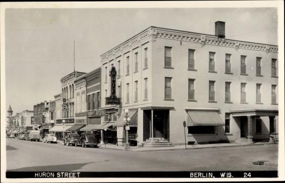 Foto Ak Berlin Wisconsin USA, View of the Huron Street