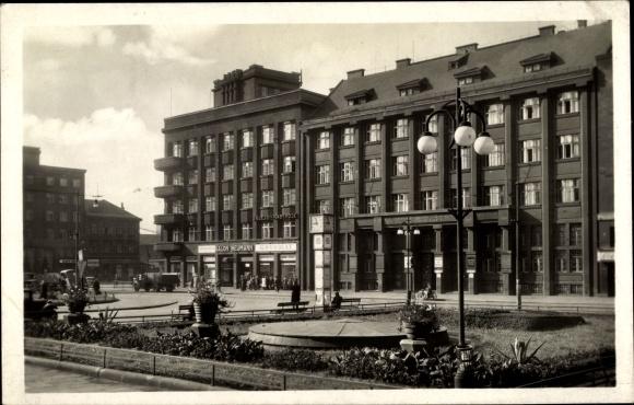 Ak Ostrava Ostrau Reg. Mährisch Schlesien, Trida J Dimitrova, Salon Neumann, Stadtuhr