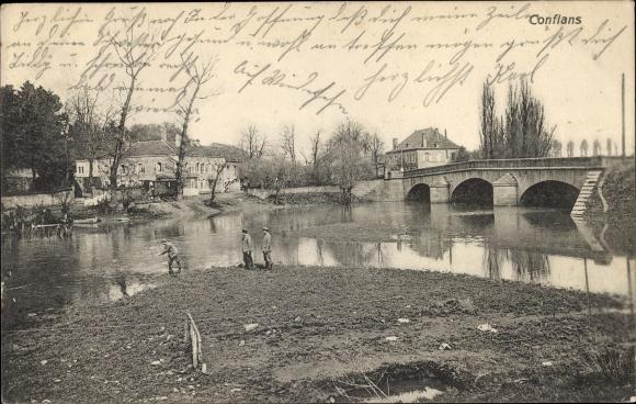 Ak Doncourt lès Conflans Lothringen Meurthe et Moselle, Deutsche Soldaten am Flussufer