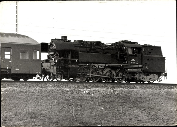 Foto Ak Dampflokomotive 65 1049 bei Dresden, Lokführer am Fenster, Eisenbahnwaggon, 1989