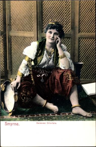 Ak Smyrna Izmir Türkei, Danseuse Orientale, Orientalische Tänzerin in Tracht, Tamburin