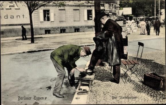 Ak Berliner Typen, Der Stiefelputzer, Schuhputzer bei der Arbeit