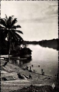 Ak Mouila Gabun, Embarcadere sur la N'Gounie, Flussufer, Badestelle und Anlegestelle