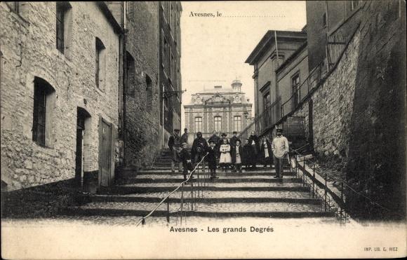 Ak Avesnes Nord, Les grands Degrés, Treppenaufgang, Anwohner