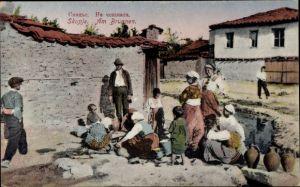 Ak Skopje Mazedonien, Mazedonier am Brunnen