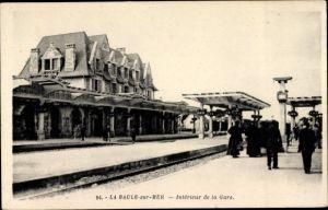 Ak La Baule Escoublac Loire Atlantique, Interieur de la Gare, Bahnhof von der Gleisseite