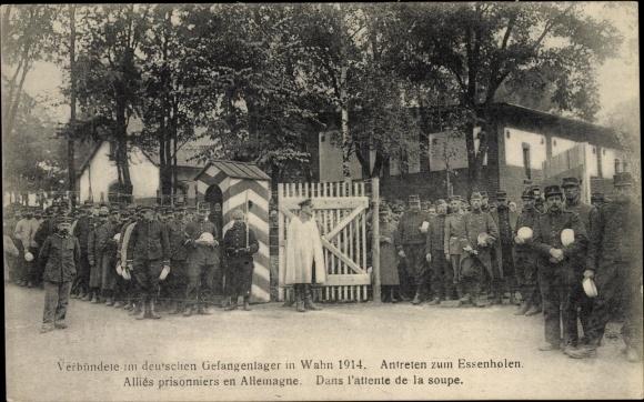 Ak Wahn Köln, Verbündete im Gefangenenlager 1914, Antreten zum Essenholen, Kriegsgefangene