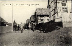 Ak Ueberstrass Elsass Haut Rhin, Rue Principale du village, Straßenpartie