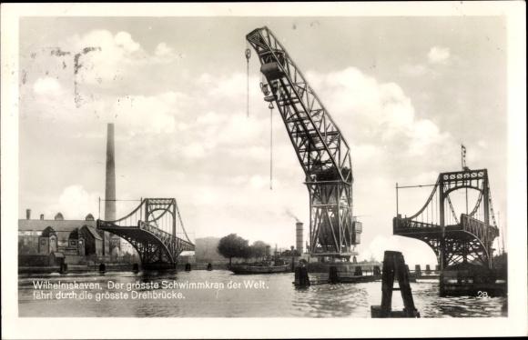 Ak Wilhelmshaven in Niedersachsen, grösster Schwimmkran der Welt fährt durch die grösste Drehbrücke
