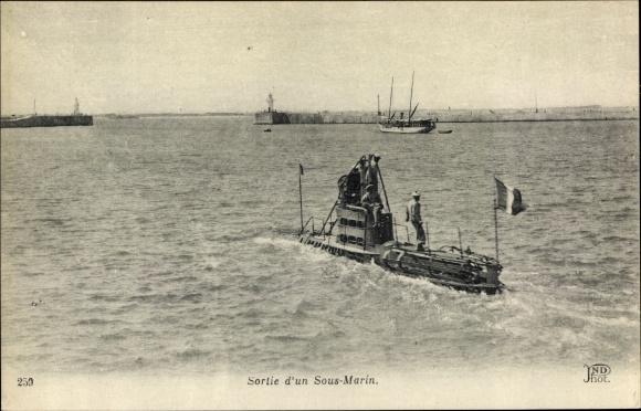 Ak Französisches U Boot, Sortie d'un Sous Marin, Seeleute
