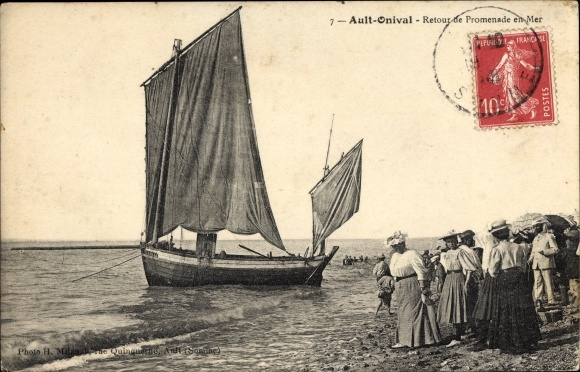 Ak Ault Onival Somme, Retour de Promenade en Mer, Segelboot, Strandpartie