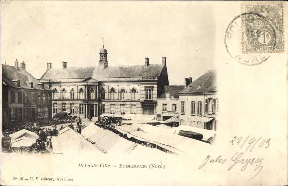 Ak Bourbourg Nord, Hotel de Ville, Blick über den Marktplatz zum Rathaus, Marktstände