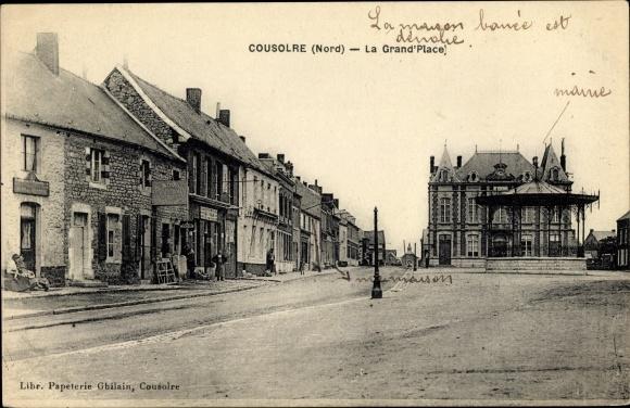 Ak Cousolre Nord, La Grand' Place, Mairie, Blick über den Platz zum Rathaus