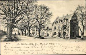 Ak Obernai Oberehnheim Elsass Bas Rhin, St. Odilienberg, Hof, Mont Ste. Odile, cour