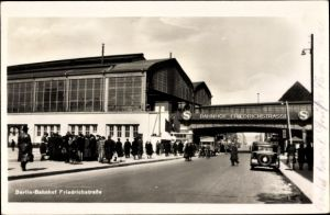 Ak Berlin Mitte, Bahnhof Friedrichstraße, Außenansicht