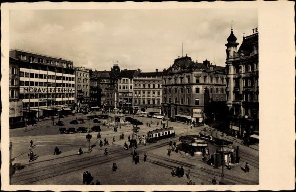 Ak Brno Brünn Südmähren, Blick auf den Viktoria Platz, Straßenbahn, Passanten
