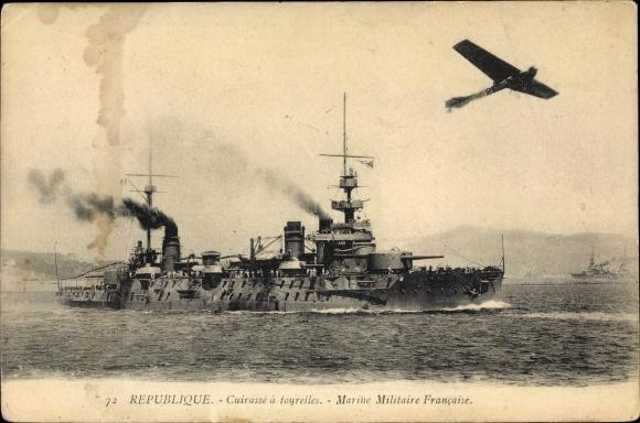 Ak Französisches Kriegsschiff, Republique, Cuirassé a Tourelles, Marine Militaire Francaise