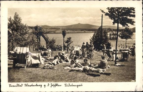 Ak Stráž pod Ralskem Wartenberg Reg. Reichenberg, Partie am Strandbad, Liegewiese, Wasserrutsche