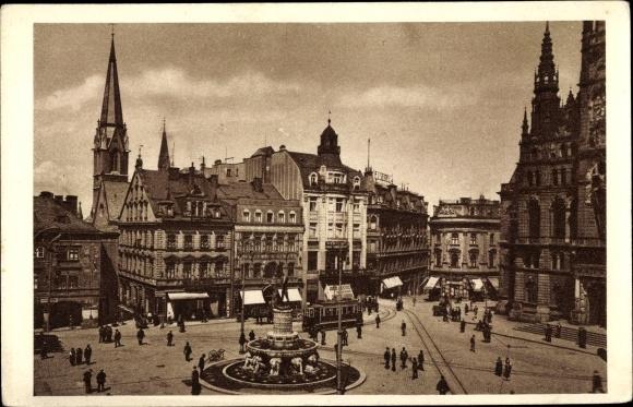 Ak Liberec Reichenberg Stadt, Altstädter Platz, Geschäftshäuser, Brunnen, Straßenbahn