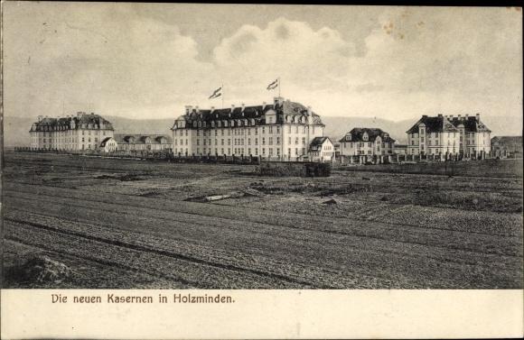 Ak Holzminden in Niedersachsen, Blick auf die neuen Kasernen, Felder