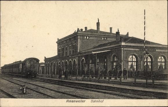 Ak Amanvillers Amanweiler Moselle, Bahnhof von der Gleisseite, Eisenbahn, Schaffner