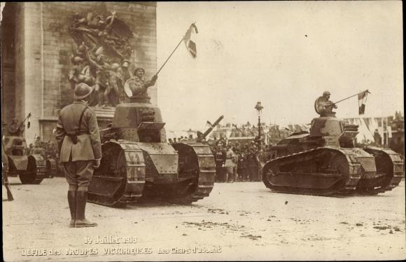 Ak Paris, Les Fêtes de la Victoire, 14.7.1919, Défilé des troupes victorieuses, Les Chars d'assault