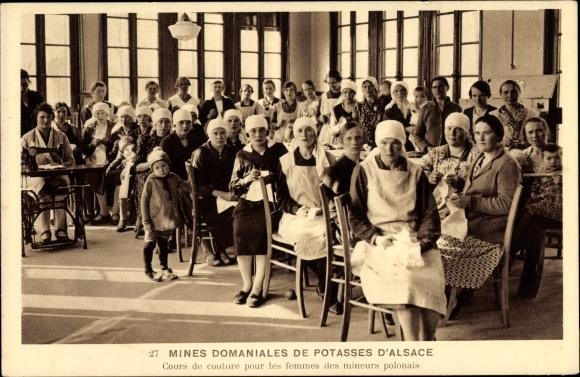 Ak Mines Domianales de Potasses d'Alsace, Polinnen beim Nähen, Cours de couture, femmes des mineurs