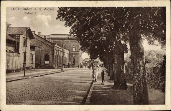 Ak Holzminden in Niedersachsen, Blick von der Straße auf den Bahnhof