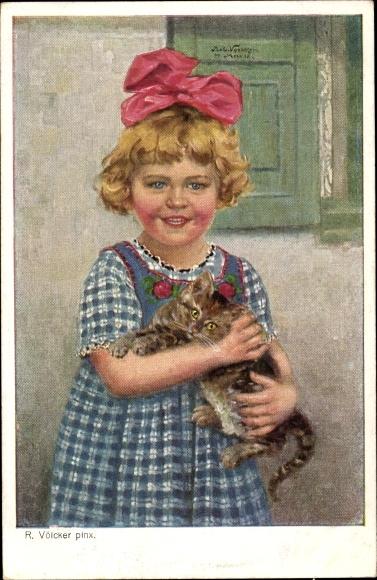 Künstler Ak Völcker, R., Kinderlust, Kätzchen, Mädchen mit Katze auf dem Arm