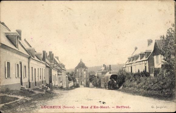 Ak Lucheux Somme, Rue d'En Haut, Beffroi, Planwagen, Straßenpartie, Turm