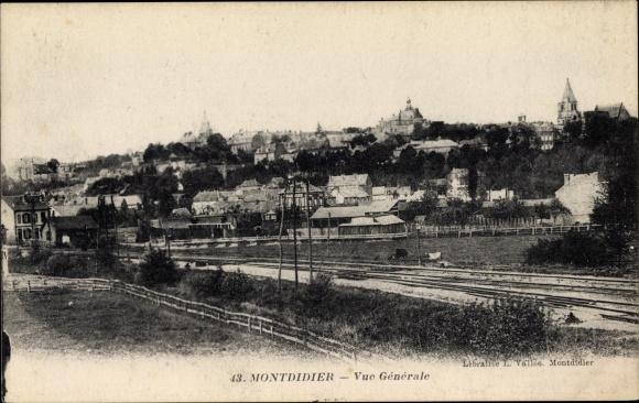 Ak Montdidier Somme, Vue Générale, Totalansicht der Ortschaft, Bahnschienen