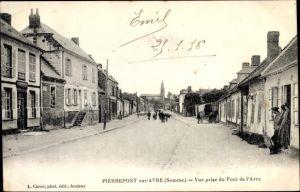 Ak Pierrepont sur Avre Somme, Vue prise du Pont de l'Avre, Straßenpartie, Kirche