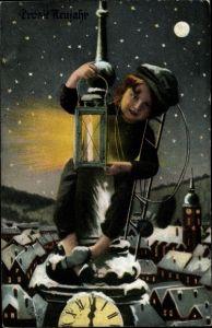 Ak Glückwunsch Neujahr, Schornsteinfeger auf der Kirchturmspitze, Uhr