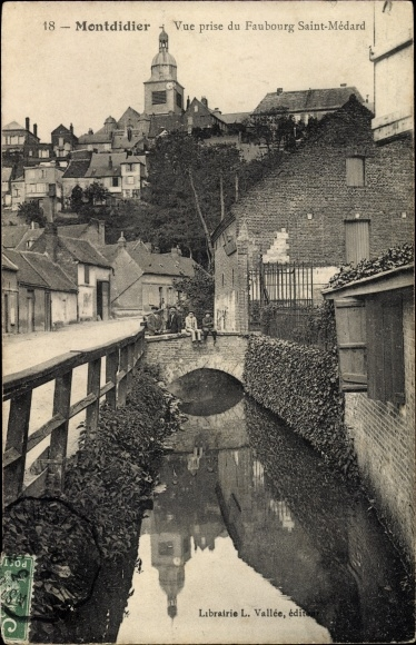 Ak Montdidier Somme, Vue prise du Faubourg Saint Médard, Flusspartie, Kirchturm
