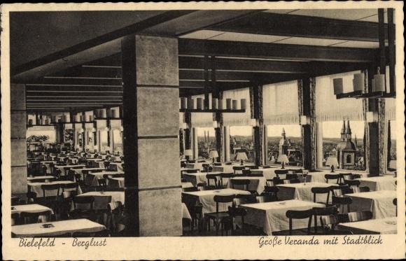 Ak Bielefeld Nordrhein Westfalen, Restaurant Berglust, Bes. Meerkamm, Große Veranda mit Stadtblick