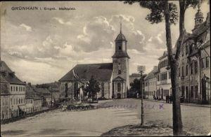 Ak Grünhain Beierfeld im Erzgebirge Sachsen, Partie am Marktplatz, Kirche