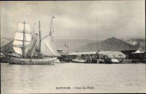 Ak Batumi Georgien, Vue du Port, Segelschiff im Hafen, Dampfer, Lagerhallen