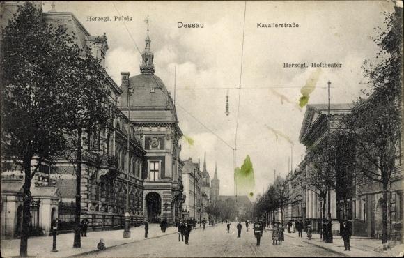 Ak Dessau in Sachsen Anhalt, Herzogliches Palais, Kavalierstraße, Herzogliches Hoftheater