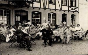 Foto Ak Bad Wörishofen im Unterallgäu, Hotel Pension, Kurgäste im Garten