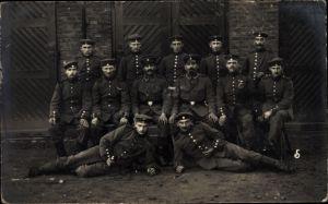 Foto Ak Deutsche Soldaten in Uniformen, Gruppenportrait, I. WK