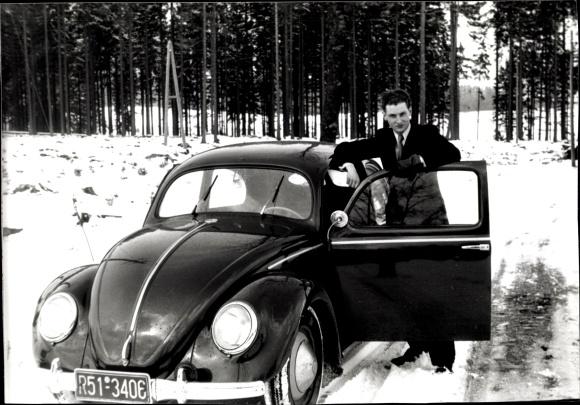 Ak VW Käfer, Volkswagen, Kennzeichen R51-3406, Winter