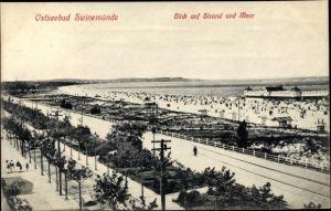 Ak Świnoujście Swinemünde Pommern, Blick auf Strand und Meer