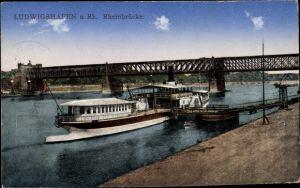 Ak Ludwigshafen am Rhein Rheinland Pfalz, Blick auf die Rheinbrücke, Fähre am Anleger